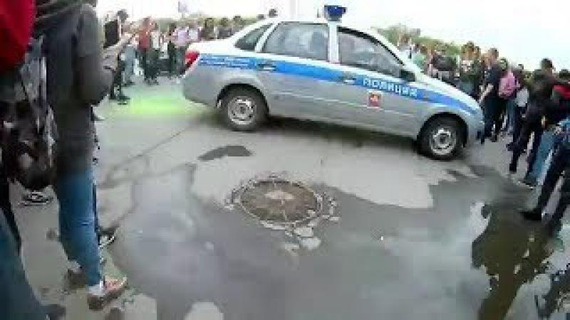 В Челябинске на фестивале красок подростки атаковали полицию! 18