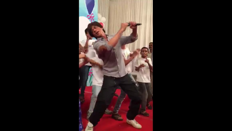 Shah Rukh Khan at Childrens Day with a NGO in Mumbai 10