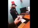 Полиция в метро заставляет снять небольшую наклеечку с именем Навального