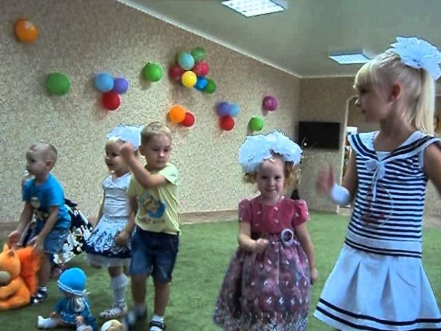 Спортивный танец с игрушками Топ топ топотушки