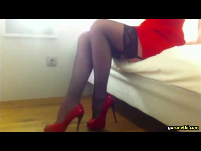 Черные чулки красные каблуки и платье