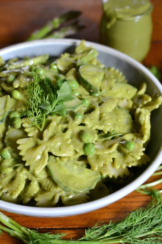Божественно зеленый салат с пастой