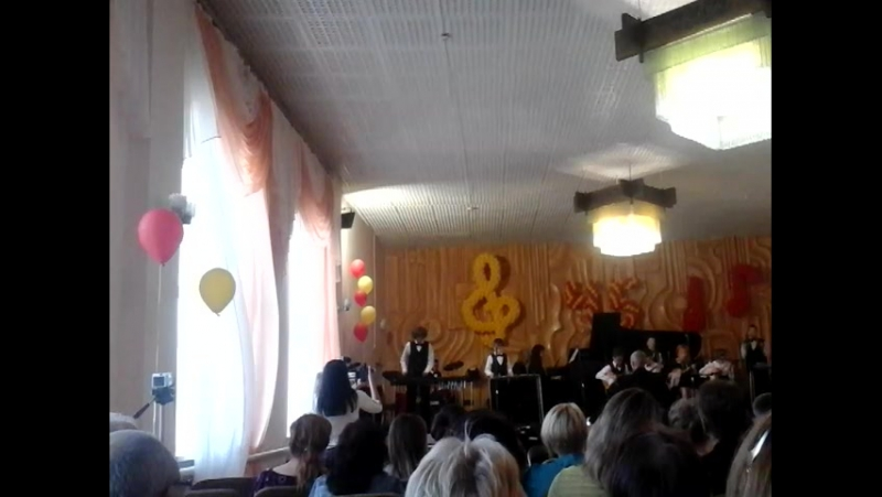Концерт у музичній школі №5 м Миколаєва На ксилофоні грає мій внук САша Полупанов