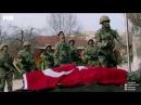 Bütün tim yasına rağmen çekilen bayrağa selam duruyor… Savaşçı