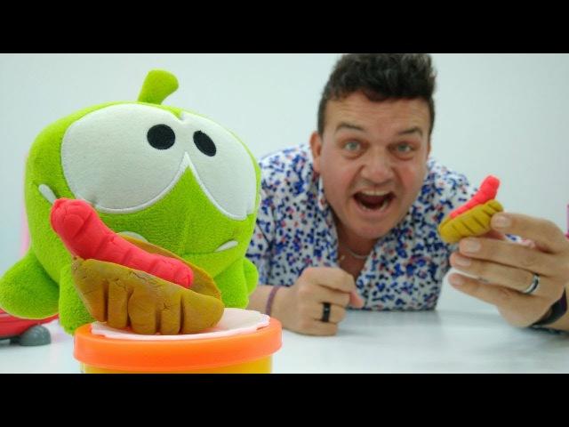 Om Nom juegos 🍭Play Doh cocina🍴Hot Dogs para Om Nom. Vídeos de juguetes para niños