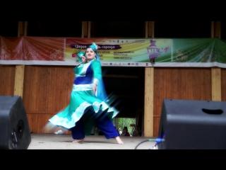 очаровательная Кайра на неделе Индии в СПб