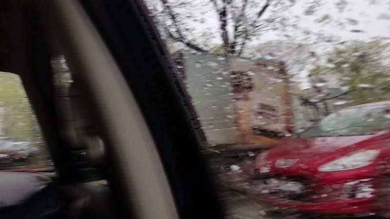 За окном автомобиля дождь или снег - неважно, а внутри тепло, сухо и уютно))