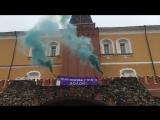 У стен Кремля зажгли фаеры