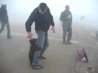 Жестокое нападение медведя на человека!