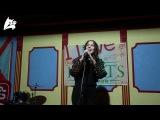 Девушка красиво поёт Старый отель Жанны Агузаровой - уроки вокала в Барнауле