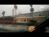 Трамвай отбросил на обочину автомобиль на северо-востоке Москвы
