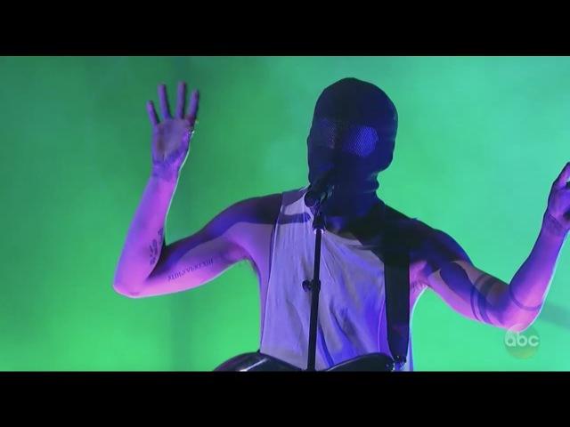 Twenty one pilots: Heathens Stressed Out (Live AMA Awards Performance 2016)