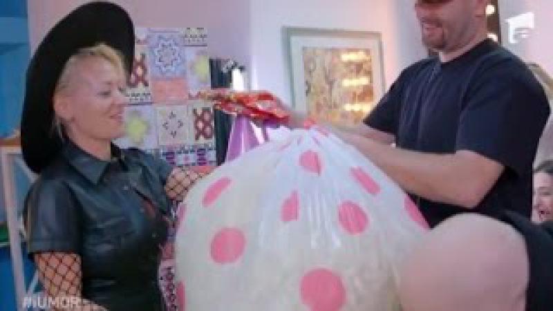 Delia primește de ziua ei saci plini cu pufuleți și cu eugenii