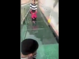 Реакция туристов на стеклянный мост (VHS Video)