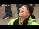 Mulher urra com Trump
