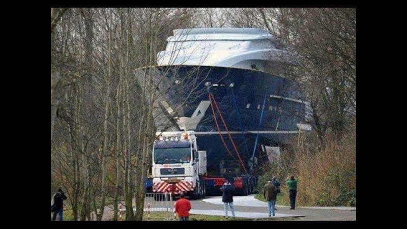 (Extreme transport) Take a look at it, it is a yacht!