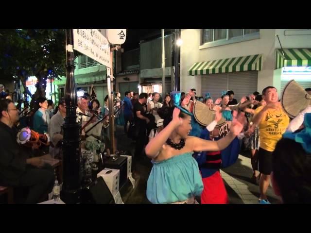 ещё оно теперь танцуют все желающие徳島阿波踊り 2015 0813 渦の会 ぞめき三味線街角ライブ8 富田町