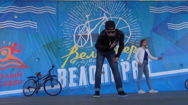 Даниил Семёнов и его ученики. Street Dance от Wellness Club на Велопараде-2017