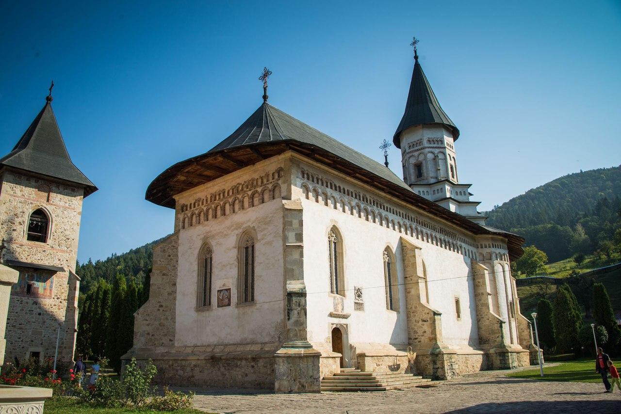 Секс старых в монастыре