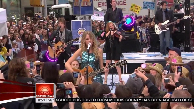 Taylor Swift - Teardrops On My Guitar (Live on The Today Show 2009)