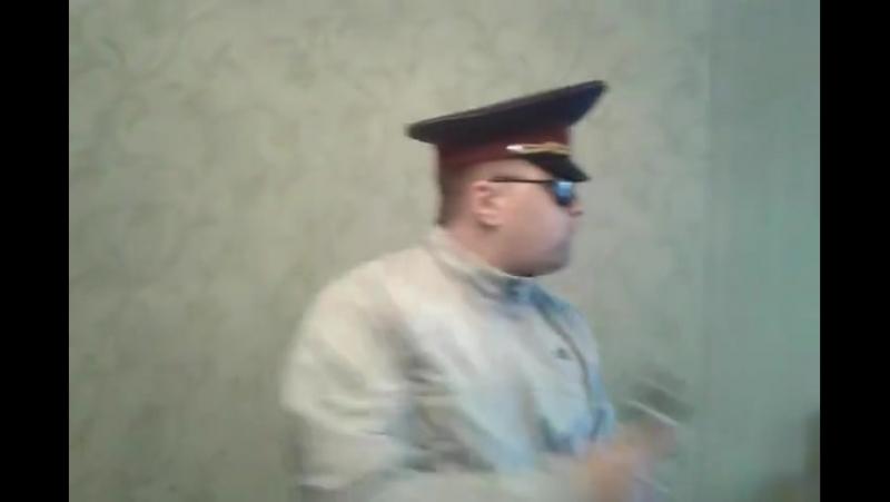 Песня- о полицейской из путинской полиции, которая находясь пьяная за рулем, сбила насмерть двух человек. Исполняет заслуженный