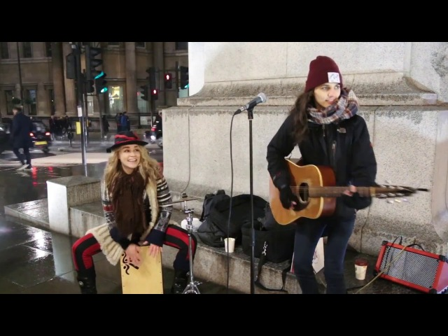Heidi Joubert and Giulia Joni Marelli busking in London 01