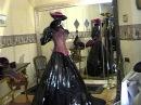 Fetisch Bizarre Crossdressing Mode Lack Outfits Schwarz Rot Weisse Kontraste