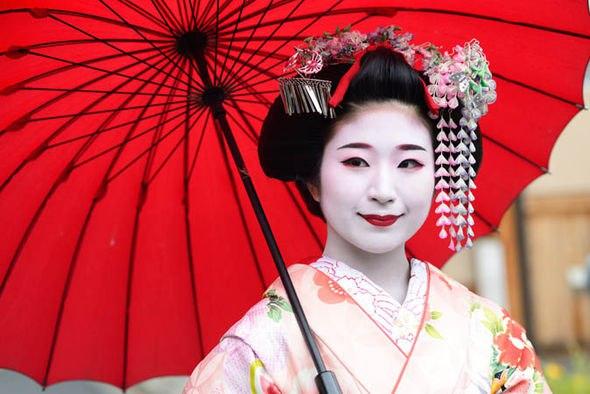 гейша в кимоно