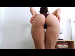 Горячая упругая попка молодой мамки очень сексуально трясется [ тверк секс эрот