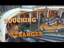 Пранк прикосновения руки незнакомцев