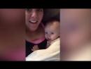 Малышке один год, а она уже повторяет за мамой «Я тебя люблю» 👧