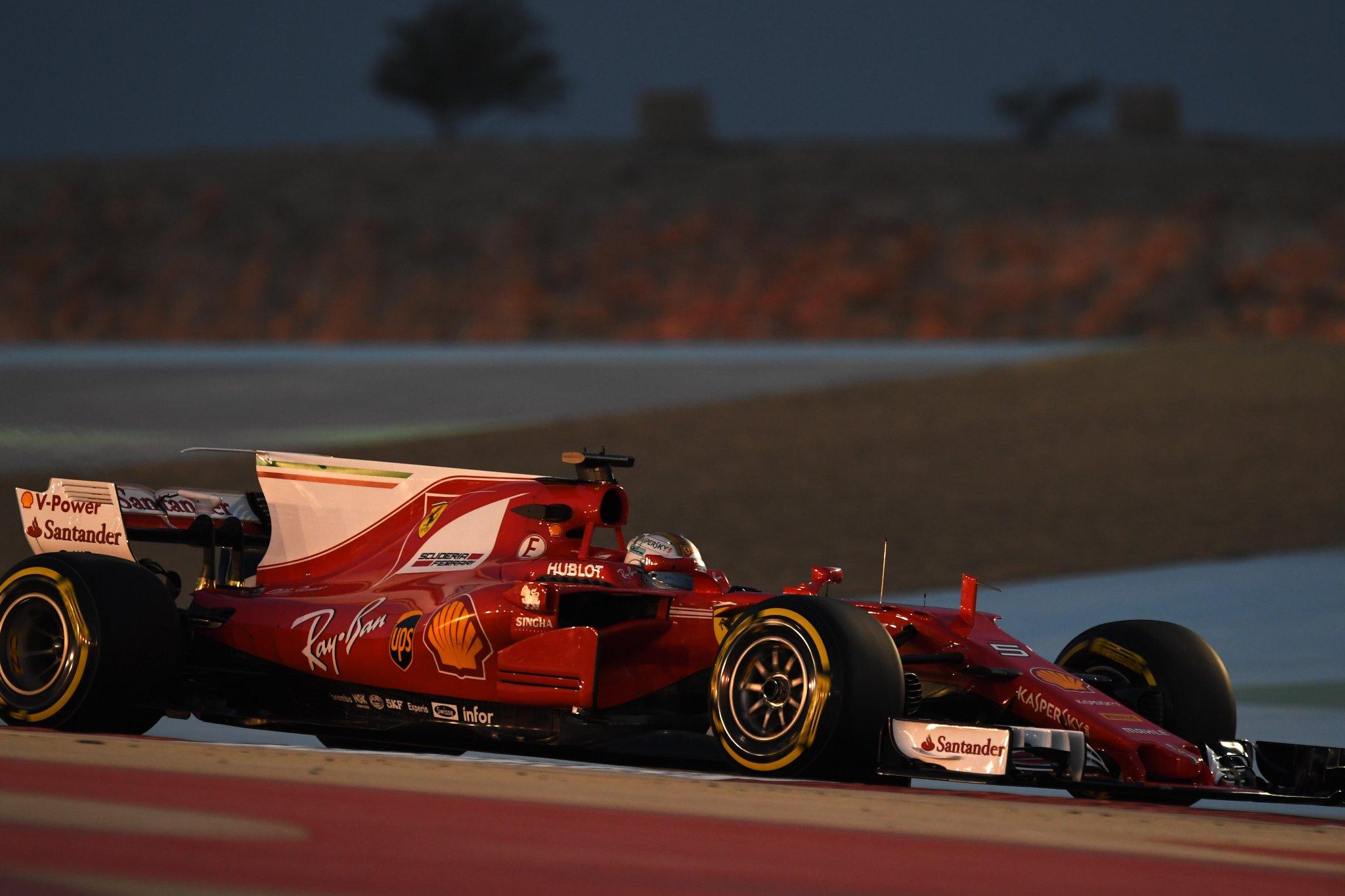 Себастьян Феттель лидирует на тренировках в Бахрейне в пятницу