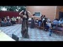 Танцуют молодые цыганки