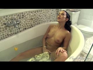 _MEGANRAIN.com__-_One_Hot_Bath_Babe.mp4