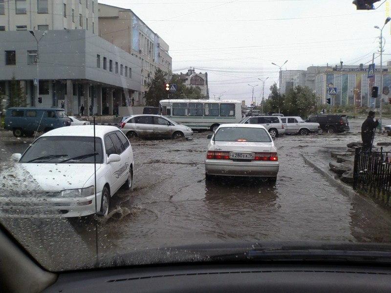Каждый второй водитель в Якутии остановится, когда помощи просит девушка  Результаты соцопроса от автомобильного портала Drom.