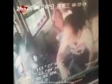 В Китае пассажир спровоцировал серьезную аварию автобуса после ссоры с женой
