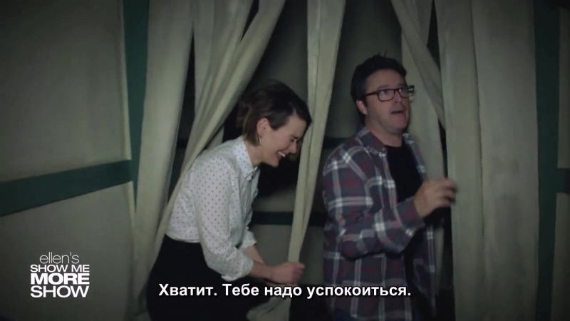 Sarah Paulson Andy Lassner Scream Their Way Through a Haunted House