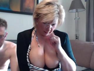 Секс зрелых перед веб камерой. Большие сиськи, секс, минет.