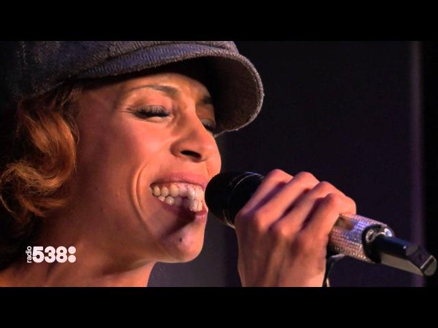 Glennis Grace - Chandelier   Live bij Evers Staat Op