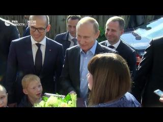 Владимир Путин посетил в Ижевске жительницу аварийного дома