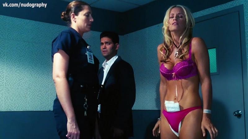 Дженни МакКарти (Jenny McCarthy) в белье в фильме Грязная любовь (Dirty Love, 2005, Джон Мэллори Ашер)