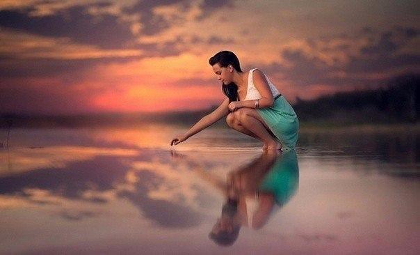 Чтобы стать счастливой, надо избавиться от всего лишнего. От лишних вещей, лишней суеты, а самое главное, — от лишних мыслей.