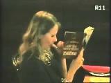 Ксюша Собчак ест козявки и сосет палец))) !!!!