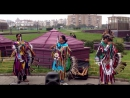 Индейцы возле Ашана в Москве