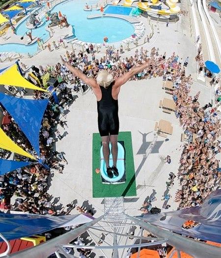 Смотрим видео рекордов Гиннеса. Прыжок в бассейн... НАДУВНОЙ... Профессор Всплеск! Новый мировой рекорд Гиннеса по нырянию в маленькие надувные бассейны! Это надо видеть!