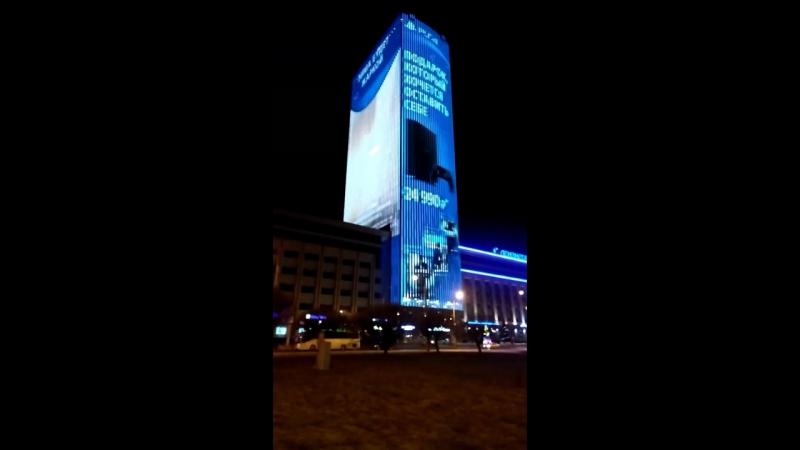 Есть в Питере небоскреб-реклама на пл. Конституции. Вид отпадный. Даже с КАД видно