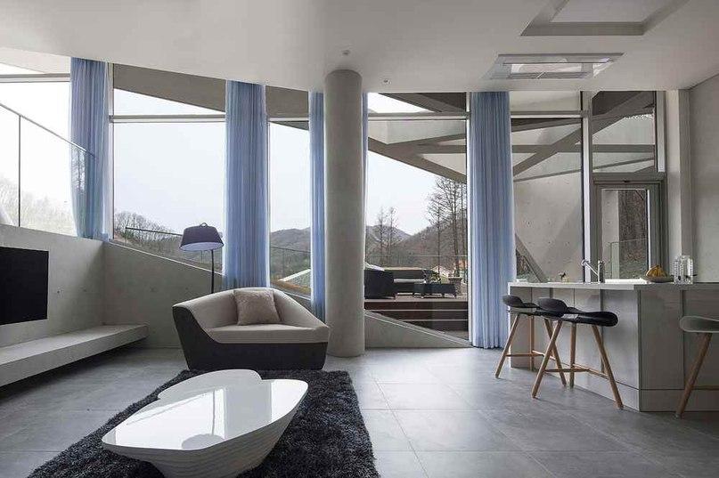 Консольный дом в горах