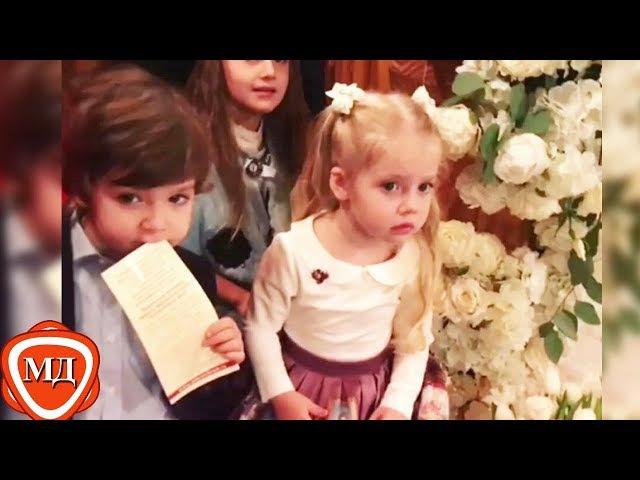 ДЕТИ ПУГАЧЕВОЙ И ГАЛКИНА: Лиза и Гарри на венчании родителей Аллы Пугачевой и Ма ...