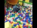 Аленка ныряет в шарики
