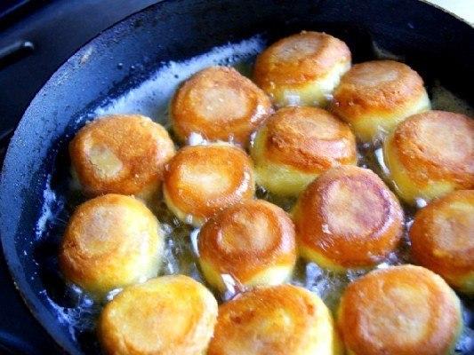 Сырные шарики жареные с чесноком Сырные шарики —